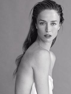 Raquel Zimmermann pour Narciso