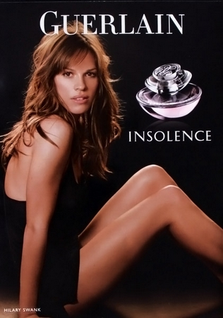Pub parfum Insolence avec Hilary Swank