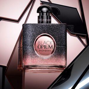 Le flacon pailleté et illuminé de Black Opium Floral Shock