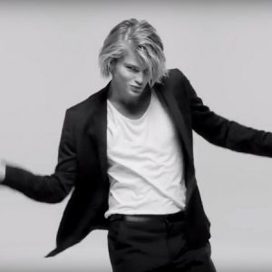 Jordan Barrett incarne désormais 1 Million