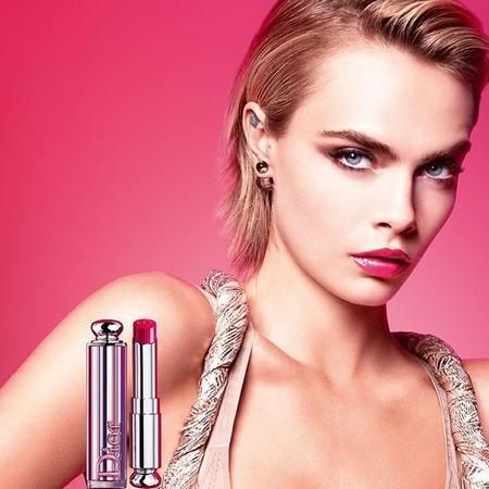 Cara Delvingne égérie dun nouveau Dior Addict Stellar Shine