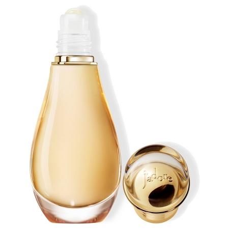 Emportez votre parfum J'adore partout avec son nouveau roller pearl